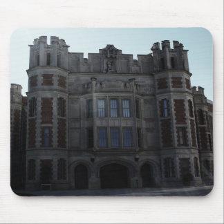 Construção gótico escolar com alargamento da lente mouse pads
