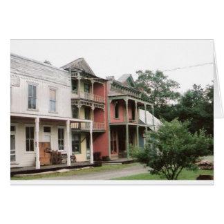 Construções coloridas da cidade fantasma cartão