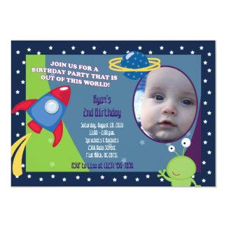 Convite 5x7 do aniversário da foto do espaço