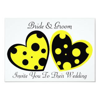 Convite amarelo e preto dos corações