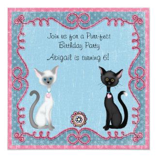 Convite bonito do aniversário do gato do gatinho