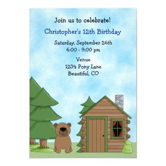 Convite bonito do aniversário do urso & da cabine
