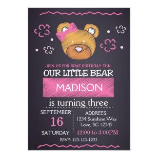 Convite cor-de-rosa do aniversário do urso