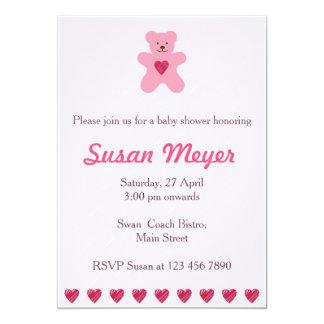 Convite cor-de-rosa do bebê do coração do urso de