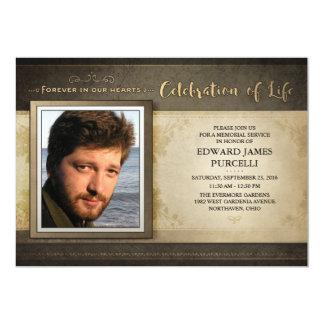 Convite dourado da cerimonia comemorativa da foto
