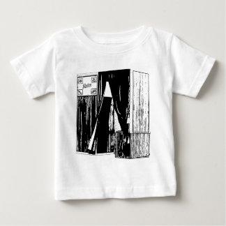 Cópia dianteira do esboço da cabine da foto do camisetas