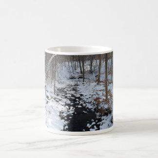 copo com floresta do inverno caneca de café