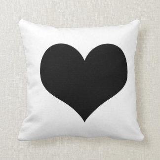 Coração branco do preto do travesseiro