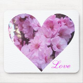 Coração cor-de-rosa da flor mousepad