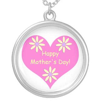 Coração cor-de-rosa do dia das mães e flores colar com pendente redondo