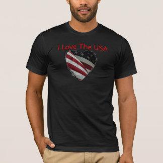 Coração da bandeira americana na camisa
