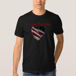 Coração da bandeira americana na camisa camiseta