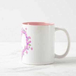 Coração da flor cor-de-rosa canecas