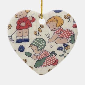 Coração de jardinagem do vintage bonito ornamento de cerâmica coração