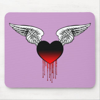 Coração de sangramento com asas Mousepad