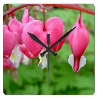Coração de sangramento cor-de-rosa relógios para paredes