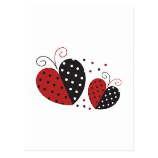 Coração do joaninha bonito cartão postal