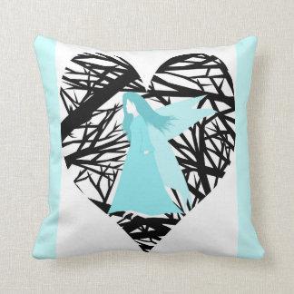 Coração feericamente azul da floresta do amor travesseiro