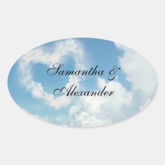 Coração nas nuvens, amor romântico do céu azul adesivos em formato ovais