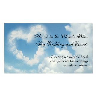 Coração nas nuvens, amor romântico do céu azul cartao de visita