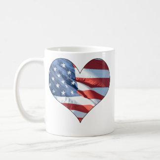 Coração patriótico bandeira americana dada forma canecas