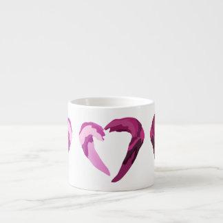 coração roxo de derretimento xicaras de café expresso