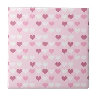 Corações cor-de-rosa bonitos azulejo de cerâmica