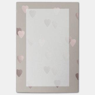 corações cor-de-rosa claros simples do amor da sticky notes