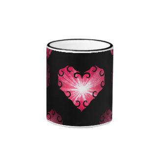 Corações cor-de-rosa do dia dos namorados no preto caneca com contorno
