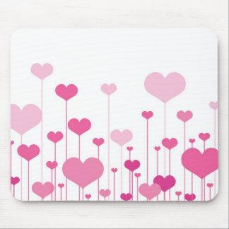 Corações cor-de-rosa do feliz dia dos namorados mousepads
