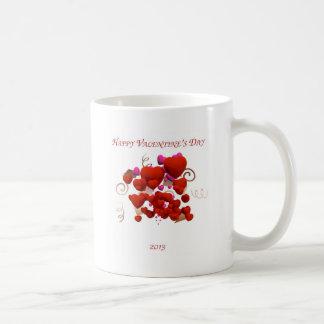 Corações cor-de-rosa e vermelhos do dia dos caneca