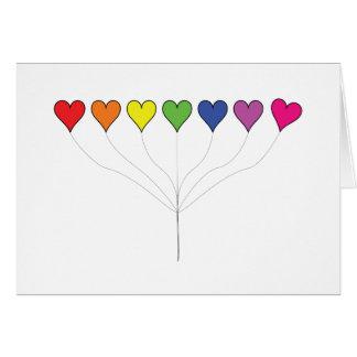 Corações de flutuação do balão no branco, cartão comemorativo