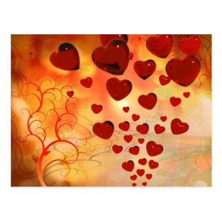 Corações de flutuação entre árvores lunáticas cartão postal