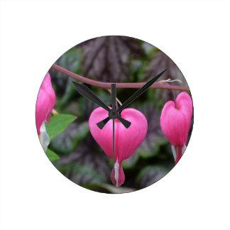 Corações de sangramento cor-de-rosa relógios de paredes