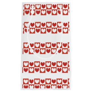 Corações do saco do presente, os vermelhos e os sacola para presentes pequena