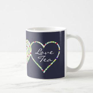 Corações e flores, caneca do chá do amor