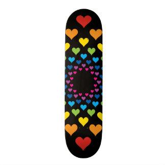 Corações em torno dos corações em cores diferentes shape de skate 20,6cm