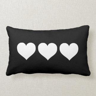 Corações preto e branco travesseiros de decoração