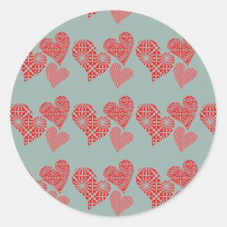 Corações vermelhos bonitos com hortelã adesivo em formato redondo