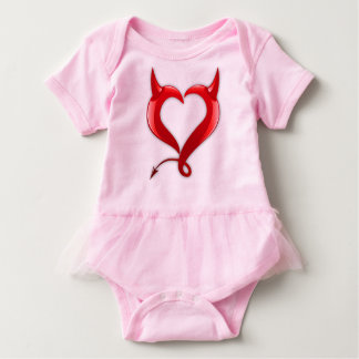 corações vermelhos bonitos do amor com com os camisetas