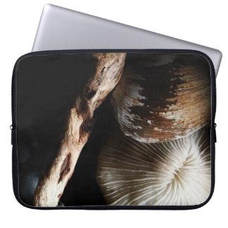 coral de cogumelo secado, escudo, madeira lançada capa para notebook