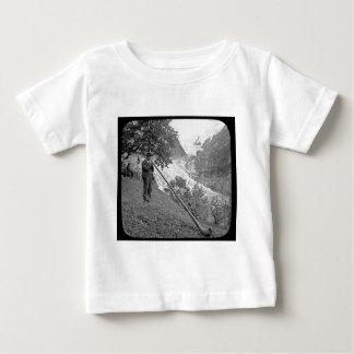 Corrediça de lanterna mágica de Alphorn do vintage Camisetas