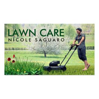 Corte da grama do cuidado do gramado cartão de visita