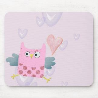 Coruja bonito e corações dos desenhos animados mouse pad