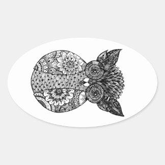 coruja tirada mão do doodle adesivo oval
