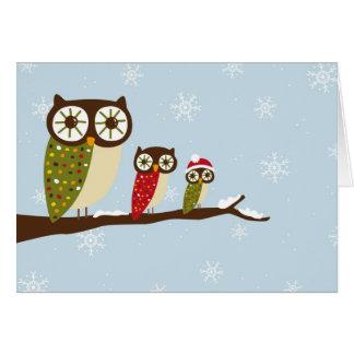 corujas do inverno que cumprimentam cartão de nota