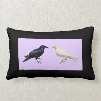 Corvo preto do branco do corvo de Galês Travesseiros De Decoração