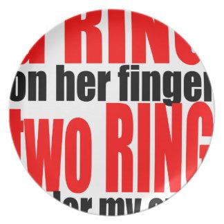 cou do romance da piada dos olhos do dedo de anel louças de jantar