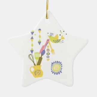 cozinha do país - pratas em floral. ornamento de cerâmica estrela