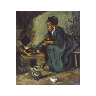 Cozinhar da mulher do camponês por uma lareira